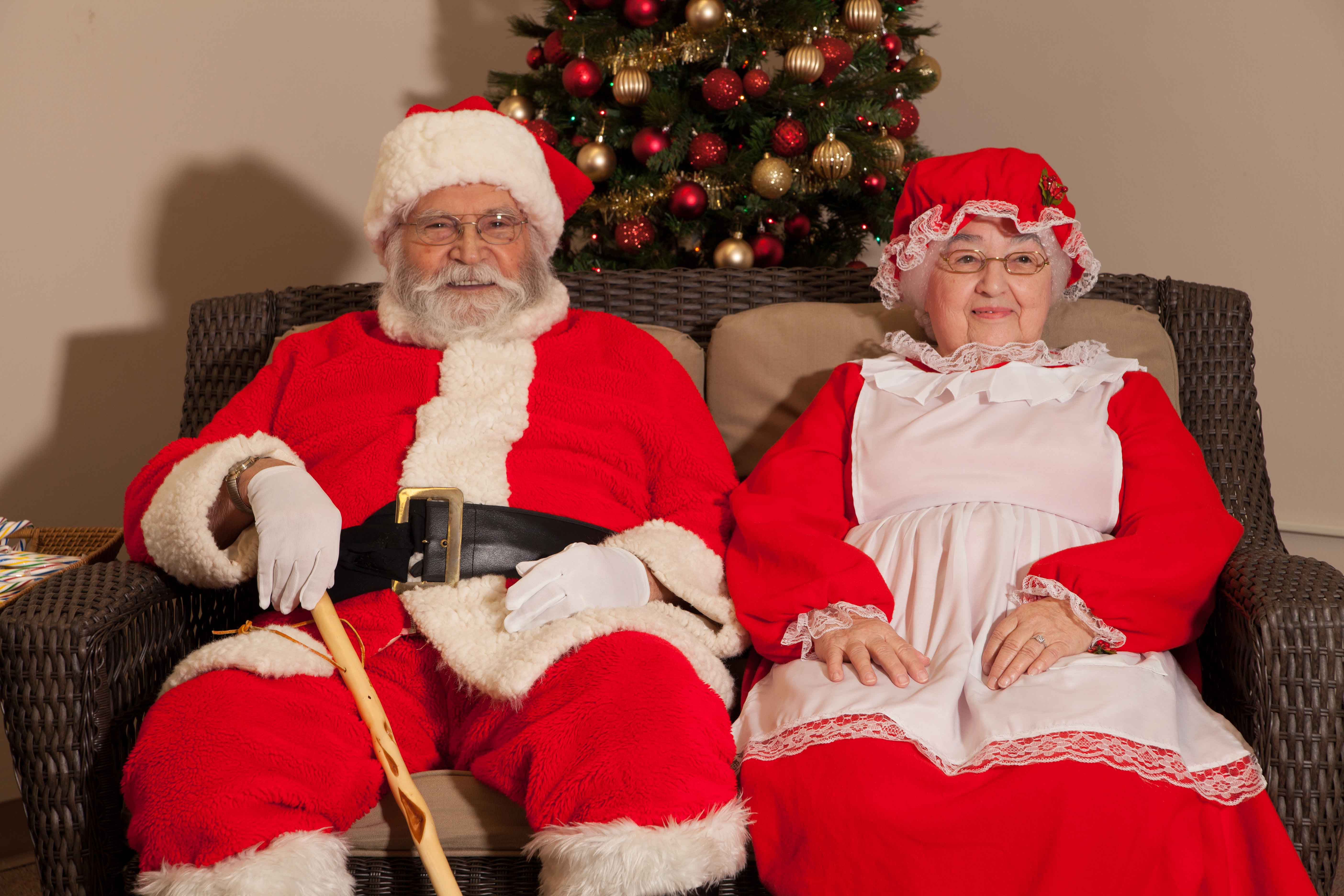 Santa and Mrs. Claus at Lakeview Towers
